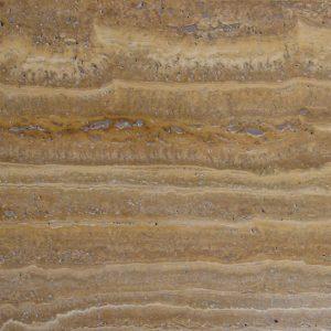Rendkívül feltűnő mintázatú polírozott csíkos sárgás erezetű travertin 60*30*1,2 cm méretben padló és falburkolatok egyedi szemet oda vonzó kivitelezésére. 100 m2 vásárlása felett egyedi kedvezmény